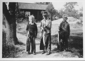 Olle_Lars_Gunnar_gäddor_1945_hög
