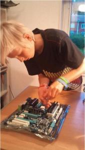 Jesper_bygger_dator_2012